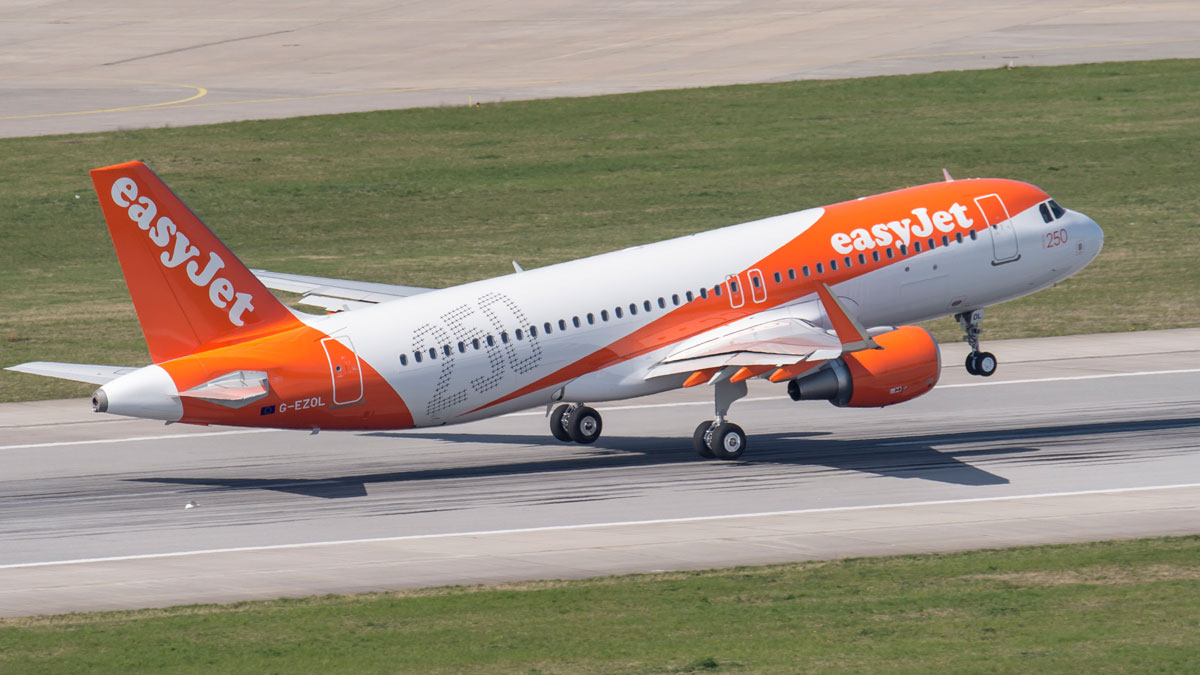 easyjet - photo #8