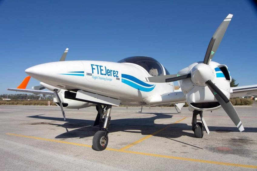 FTEJerez takes delivery of it's 5th new Diamond DA-42 Aircraft