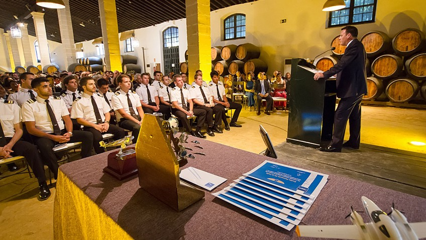Flybe Operations Director guest speaker at FTE graduation ceremony