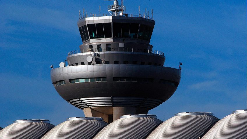 ENAIRE announces 130 openings for air traffic controllers in Spain